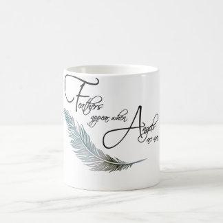 羽は天使が近くあると現われます コーヒーマグカップ
