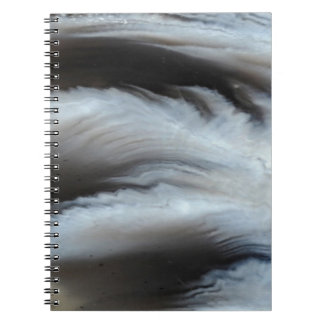 羽をつけられた黒い瑪瑙のカッコいいの自然な石 ノートブック