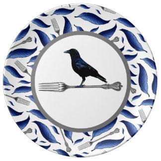 羽、フォーク、鳥の装飾的なプレート 磁器プレート