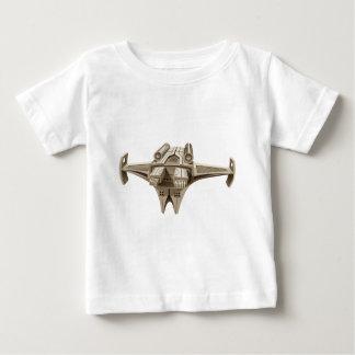 翼が付いているモダンな宇宙船 ベビーTシャツ