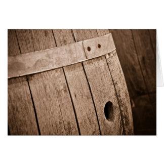 老化させたカシのワインバレルを持つワインの試飲の招待状 カード