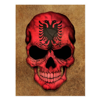 老化させ、擦り切れたなアルバニアの旗のスカル ポストカード