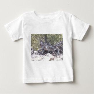 老化木の混乱 ベビーTシャツ