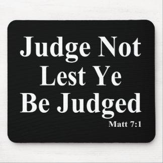 聖書及び他を判断しないこと マウスパッド