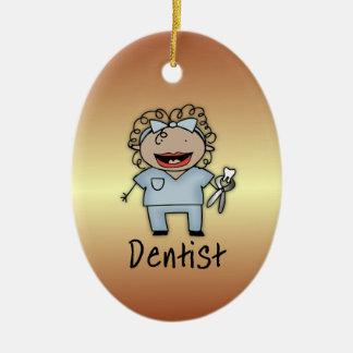 職業歯科医の専門の女性は個人化なります セラミックオーナメント