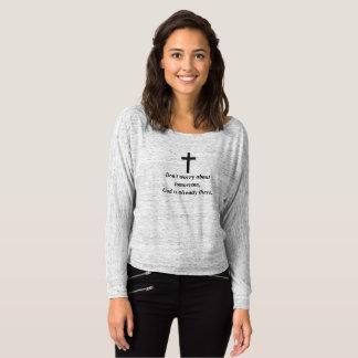 肩w/Blackの十字を離れてBellaを心配しないで下さい Tシャツ