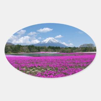 背景のピンクのコケそして富士山 楕円形シール