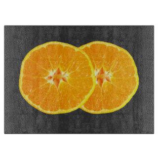 背景を持つオレンジ カッティングボード