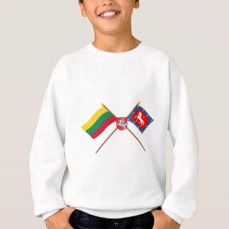 腕を搭載するリスアニアおよびUtenaの郡によって交差させる旗 スウェットシャツ