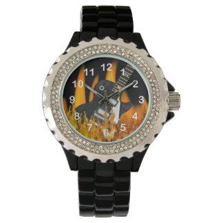 腕時計と番号が付いているクールな炎のギター 腕時計