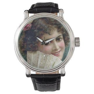 腕時計-魅力的な若い女性 腕時計