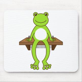 【腰掛けカエル】Sitting frog マウスパッド