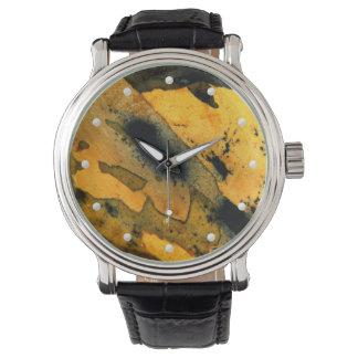 自然で黄色いsumi-eの碧玉の宝石用原石のマクロ写真 腕時計