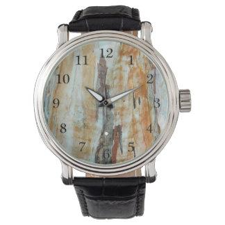 自然な樹皮の多彩なオレンジおよび灰色の写真 腕時計