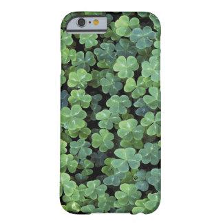 自然のアイルランドの葉のクローバー BARELY THERE iPhone 6 ケース