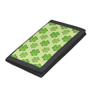 自然のスタイリッシュな緑の幸運なシャムロックのクローバーパターン