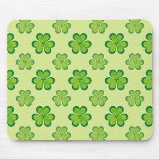 自然のスタイリッシュな緑の幸運なシャムロックのクローバーパターン マウスパッド