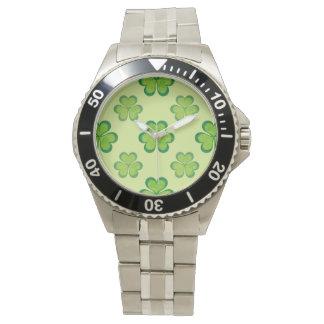 自然のスタイリッシュな緑の幸運なシャムロックのクローバーパターン 腕時計