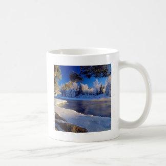 自然の川の氷の流れ コーヒーマグカップ