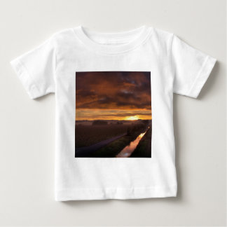 自然の日没暗い夜分野 ベビーTシャツ