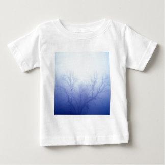 自然の木の冬の青 ベビーTシャツ