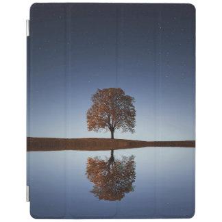 自然の木及びsky湖の反射のiPadの頭が切れるなカバー iPadスマートカバー
