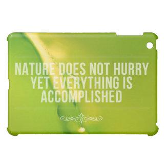 自然は の感動的な引用文を急がせません iPad MINIケース
