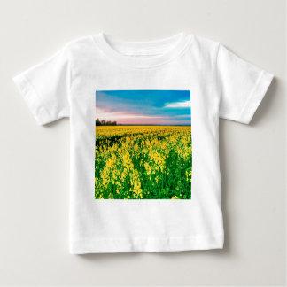 自然分野の黄色の菜種 ベビーTシャツ