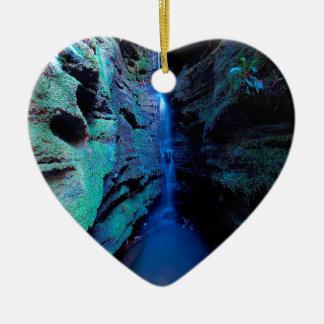 自然渓谷の深い川の峡谷 セラミックオーナメント