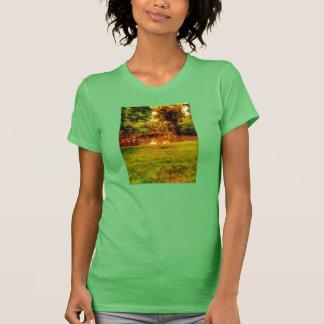 自然湖の信号器のTシャツの女性 Tシャツ