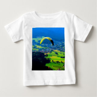 自由のパラグライダーのスポーツ山の風へのはえ ベビーTシャツ