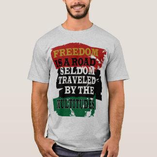 自由は道です Tシャツ
