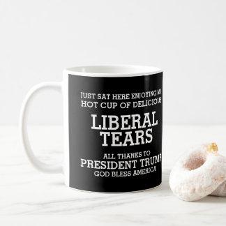 自由主義者は大統領を引き裂きますTrump コーヒーマグカップ