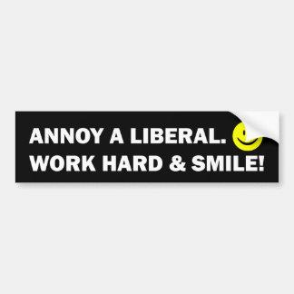 自由主義者を悩まして下さい: 懸命を働かせ、微笑させて下さい! バンパーステッカー