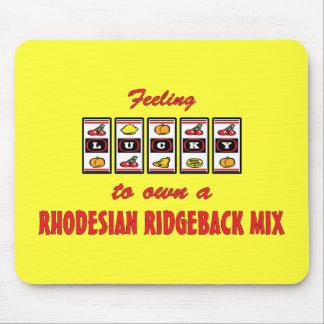 自身に幸運Rhodesian Ridgebackの組合せのおもしろいのデザイン マウスパッド