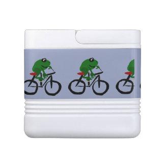 自転車に乗っているおもしろいな緑カエル IGLOOクーラーボックス