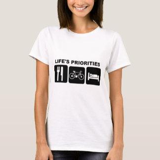 自転車に乗る生命の優先順位 Tシャツ