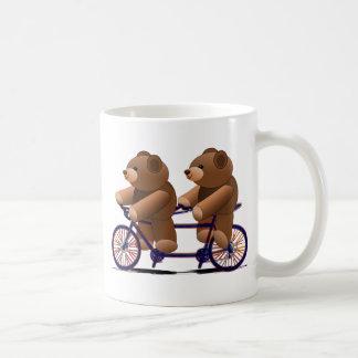 自転車のタンデム、テディー・ベアのプリント コーヒーマグカップ
