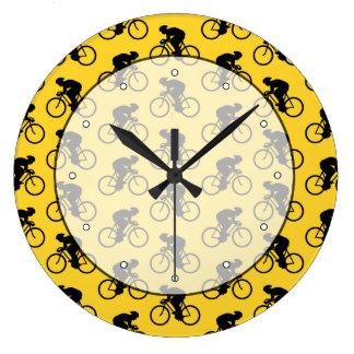 自転車のライダーパターン。 黄色および黒 ラージ壁時計