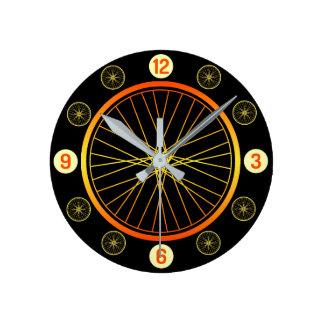自転車の車輪のオレンジ黒 ラウンド壁時計