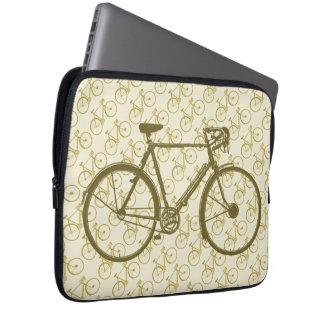 自転車: バイク/サイクリングのカッコいい ラップトップスリーブ