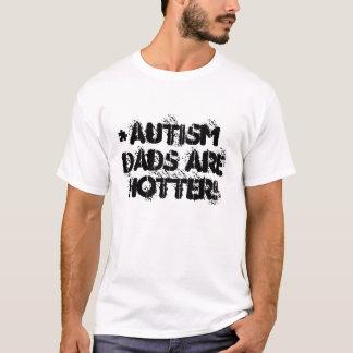 自閉症のパパはより熱いティーです Tシャツ