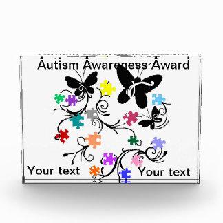 自閉症の認識度賞の蝶パズルの部分 表彰盾