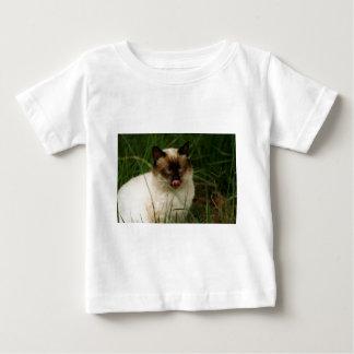 舌を搭載するシャムの野生猫 ベビーTシャツ