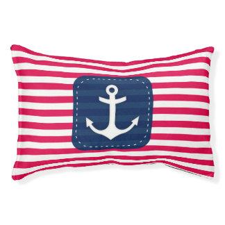 航海ので赤い白のストライプの濃紺の旗のいかり