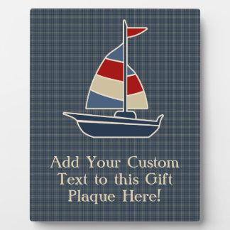 航海ので青、赤い、クリーム色のヨットのカスタム フォトプラーク