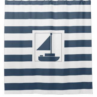 航海のな青い縞および帆ボート シャワーカーテン