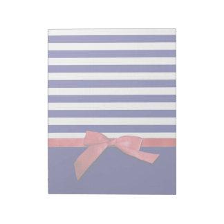 航海のな青い縞及び赤いリボンの弓グラフィック ノートパッド