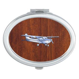 航空機のクラシックなクロムセスナの飛んでいるなマホガニー