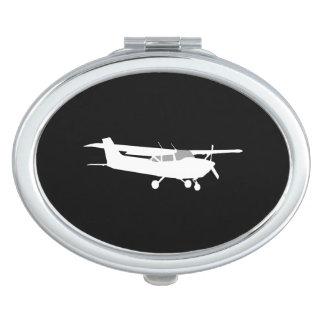 航空機の黒のクラシックなセスナのシルエットの飛行